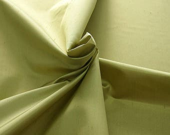 236061-Shantung, natural silk 100%, wide 135/140 cm, made in Italy, dry washing, weight 120 gr, price 0.25 meters: 16.54 Euros