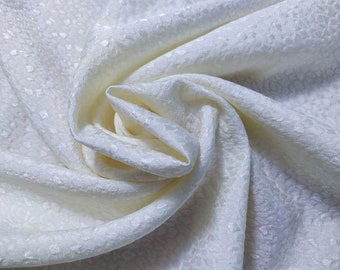Jacquard, 212 gr/MTL-58% wool, 42 silk, width 140 cm, price 10 meters: 680.60 Euros (68.06 euro the Metro)