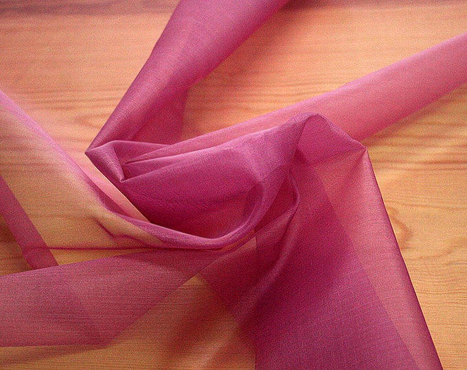 131209-organdy, natural silk 100%, width 135/140 cm, dry washing, weight 34 gr, Price 0.25 meters: 7.10 Euros