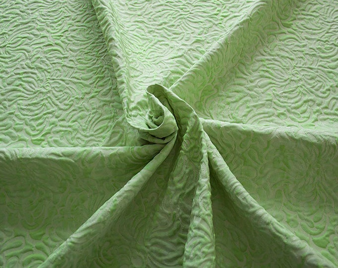 990062-087 JACQUARD-Co 53%, Pl 37, Pa 10, width 140 cm, made in Italy, dry cleaning, weight 279 gr, price 1 meter: 57.41 Euros
