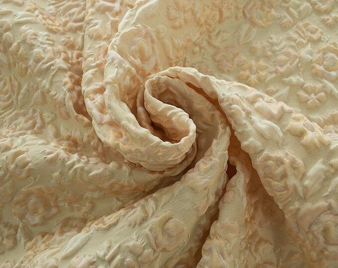 990082-004 JACQUARD-Pl 67%, Pa 18, Se 15, 130 cm wide, manufactured in Italy, dry cleaning, weight 221 gr, price 1 meter: 99.52 Euros