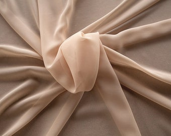 1716-045-natural Silk Georgette 100%, wide 135/140 cm, made in Italy, dry cleaning, weight 60 gr, price 1 meter: 42.35 Euros