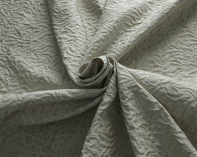 990062-010 JACQUARD-Co 53%, Pl 37, Pa 10, width 140 cm, made in Italy, dry cleaning, weight 279 gr, price 1 meter: 57.41 Euros