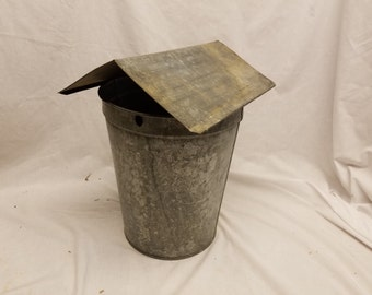 1 Galvanized Sap bucket with cover from Vermont