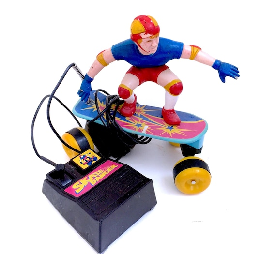 Vintage Skate Dancer Remote Control Skateboard Action Figure