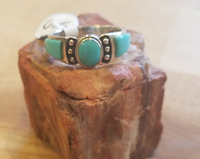 Sterling silver ring with 3 turquoise stone size 6 and 1/2