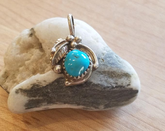 Perfect little turquoise pendant with Leaf detail