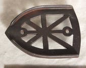Antique TRIVET Cast Iron from Early 1900 39 s or Late 1800 39 s - SILKY SMOOTH with Straight Lines - No Name - 2