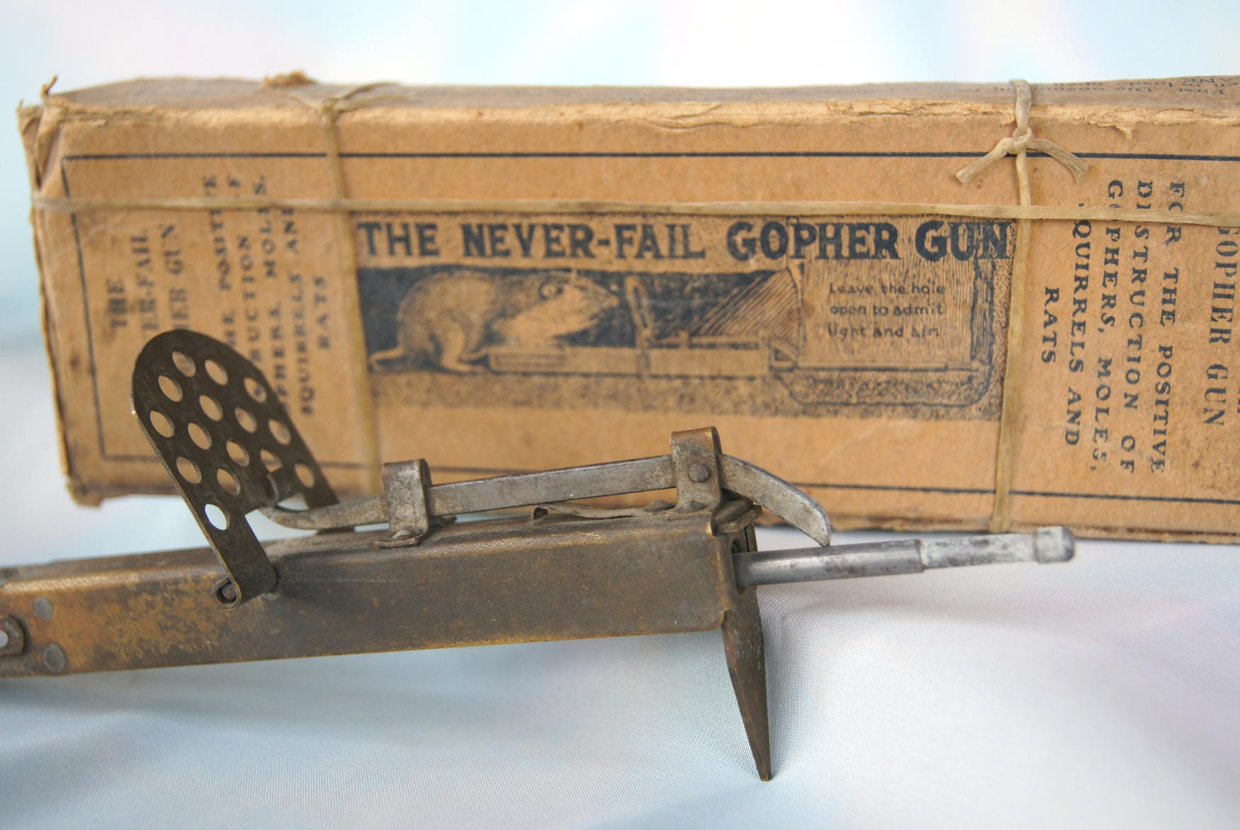 "Fan Coil Cosa Sono the never fail gopher gun - j. r. roper co., san leandro, calif. - pat.  oct. 17, '22. - early 1900's rodent trap ""gun"""
