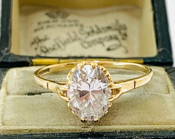 Sparkling vintage 9ct yellow gold Cubic Zirconia solitaire ring - fully hallmarked - size S - 9