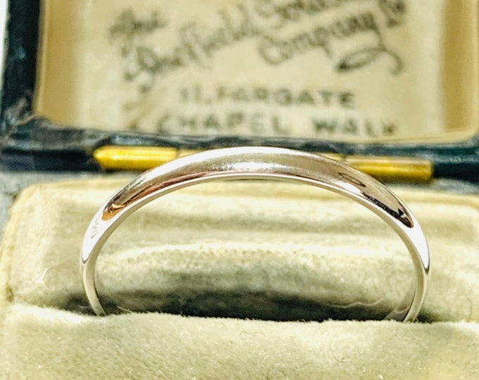Brand new 9ct white gold wedding ring - fully hallmarked - size P or 7 1/2
