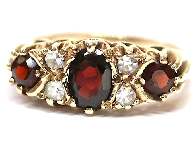 Stunning vintage 9ct yellow gold Garnet and white paste ring - hallmarked London 1969 - size P or US 7 1/2