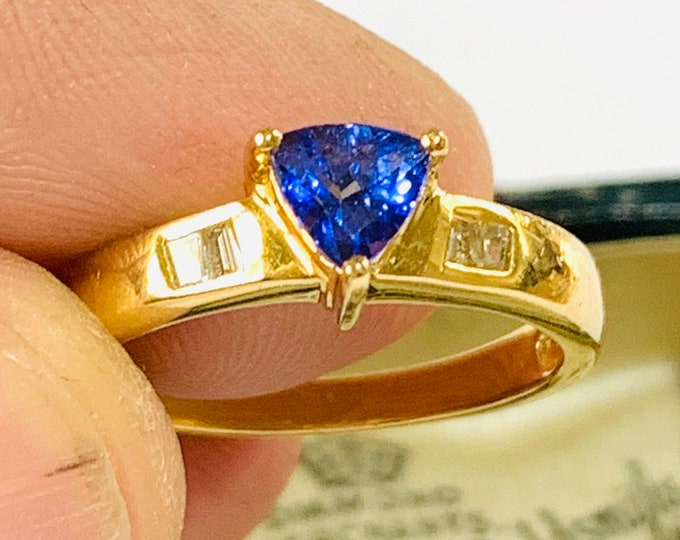 Stunning 18ct gold AAA Tanzanite and Diamond dress ring - fully hallmarked - size O / 7