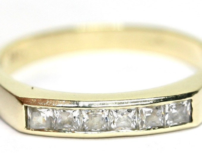 Superb sparkling vintage 14k yellow gold Cubic Zirconia eternity ring - size O or US 7