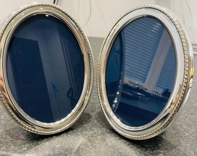 Superb matching pair of vintage sterling silver photograph frames - hallmarked Sheffield 1993 - 6 1/2 x 5 inches