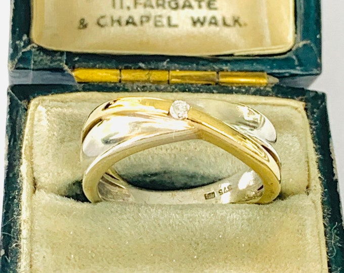 Superb vintage 9ct yellow and white gold Diamond solitaire / engagement / wedding ring - fully hallmarked - size L - 5 1/2
