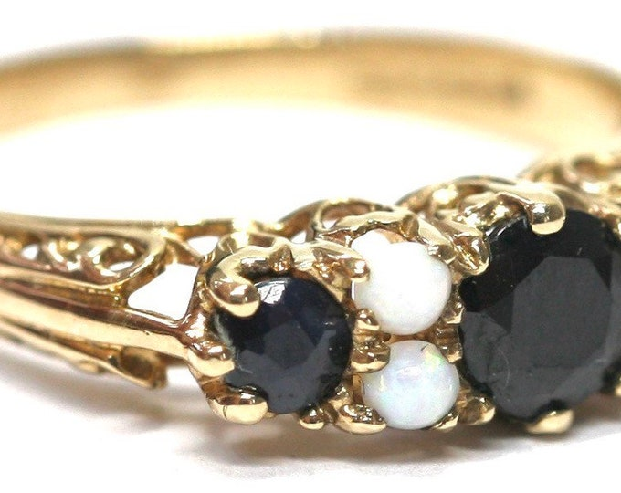 Stunning vintage 9ct gold Sapphire and Opal ring - London 1970 - size R or US 8 1/2