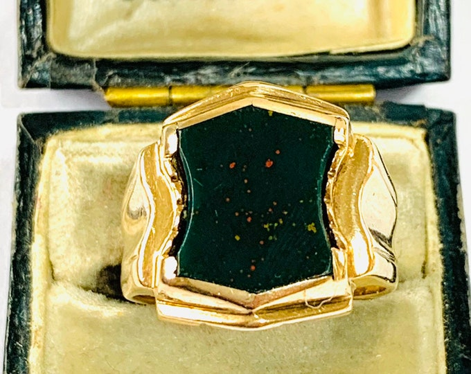 Superb vintage 9ct yellow gold Bloodstone signet or pinky ring - hallmarked London 1963 - size O - 7