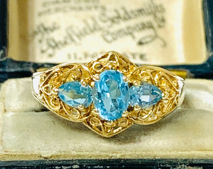 Stunning vintage 9ct yellow gold Blue Topaz dress ring - fully hallmarked - size P or US 7 1/2