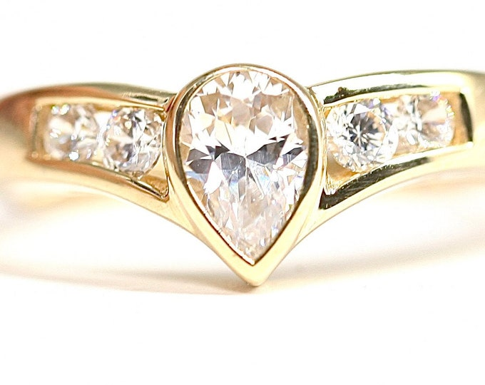 Vintage 9ct yellow gold Cubic Zirconia ring - hallmarked Sheffield 1993 - size L or US 5.5