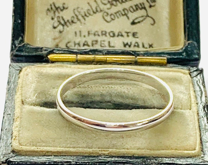 Brand new 9ct white gold wedding ring - fully hallmarked - size N or 6 1/2