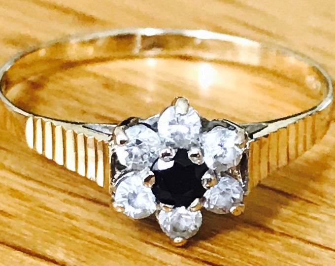 Lovely vintage 9ct yellow gold Sapphire and CZ cluster ring - Birmingham 1988 - size Q / 8