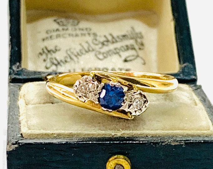 Beautifully sparkling vintage 18ct gold Sapphire and Diamond crossover ring - hallmarked Birmingham 1949 - size R - 9