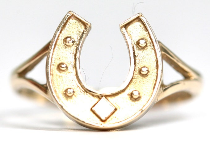 Vintage 9ct yellow gold Lucky Horseshoe ring - hallmarked Birmingham 1979 - size N or US 6.5