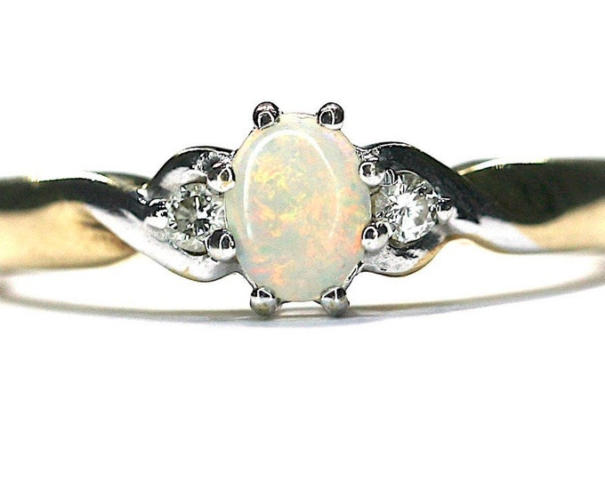 Fabulous vintage 9ct yellow gold Opal and Diamond ring - fully hallmarked - size L or US 5 1/2