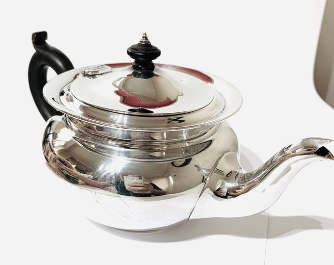Superb antique Edwardian sterling silver teapot - hallmarked London 1906 - 10 1/2 ounces