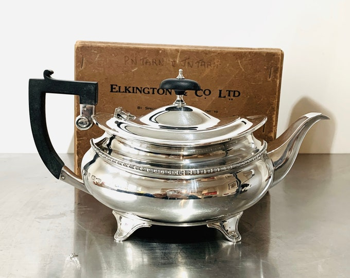 Superb antique boxed Sterling Silver teapot - hallmarked Birmingham 1921 - 28 ounces