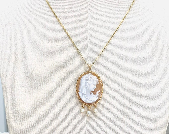 Stunning vintage 9ct yellow gold Cameo pendant or brooch with Pearl drops - fully hallmarked