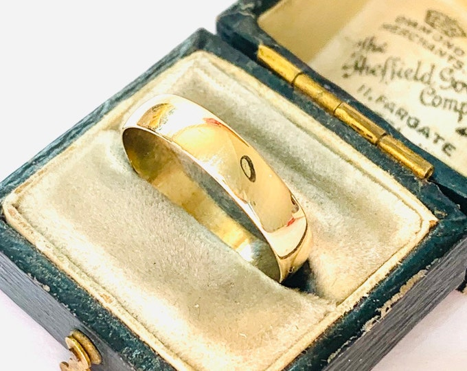 Vintage 9ct yellow gold wedding ring - fully hallmarked - size R or US 8 1/2