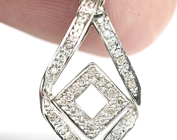 Sparkling vintage 9ct white gold Diamond pendant / 18 inch necklace - fully hallmarked