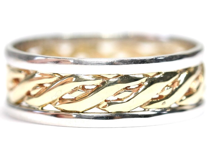 Superb vintage 9ct yellow and white gold Celtic band / wedding ring - fully hallmarked - size S or US 9