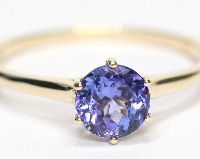 Fabulous vintage 9ct gold Tanzanite solitaire ring - fully hallmarked - size Q or US 8