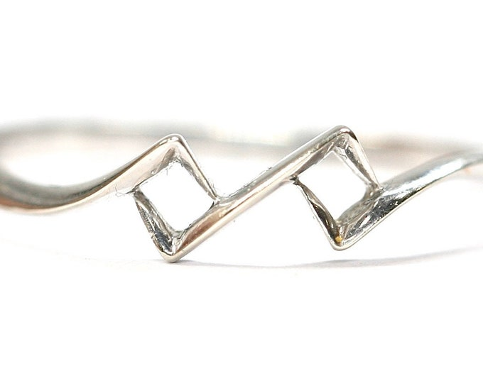 Stunning vintage 18ct white gold geometric band - size K or US 5 1/8