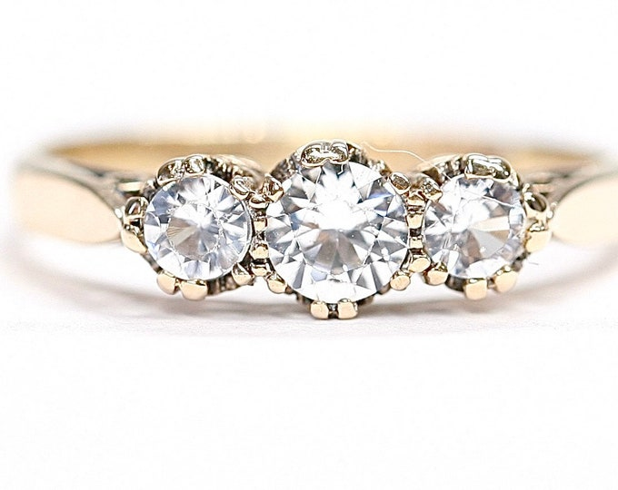 Beautifully sparkling vintage 9ct gold White Sapphire ring - hallmarked Birmingham 1973 - size L or US 5 1/2