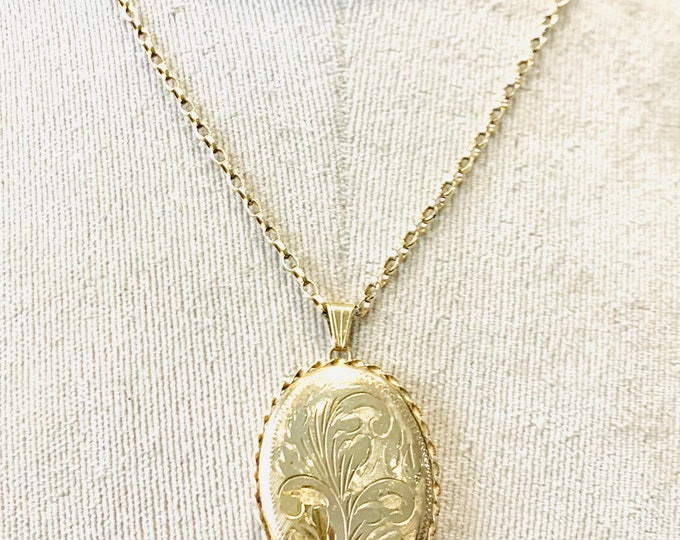 Superb vintage 9ct yellow gold Locket on an 18 inch chain - hallmarked Birmingham 1992 - 13.6gms
