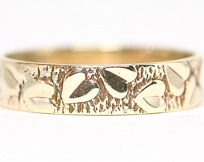 Superb vintage 9ct yellow gold patterned wedding ring - fully hallmarked - size U or US 10 1/4
