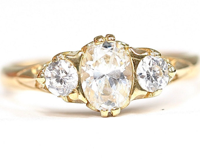 Sparkling vintage 9ct yellow gold Cubic Zirconia ring - fully hallmarked - size P 1/2 or US 7 3/4