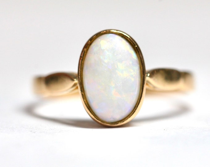 Antique 22ct gold ring with a beautifully coloured Opal - size S or US 9