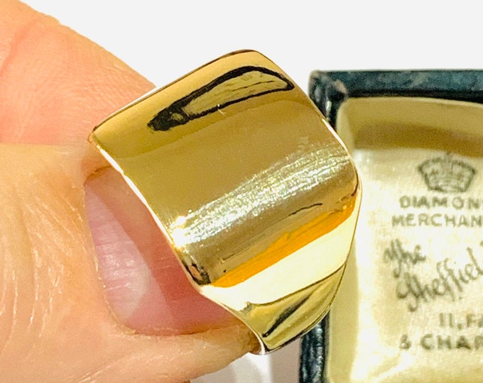 Superb large faced vintage 9ct yellow gold signet ring - hallmarked Birmingham 1990 - size V - 10.5