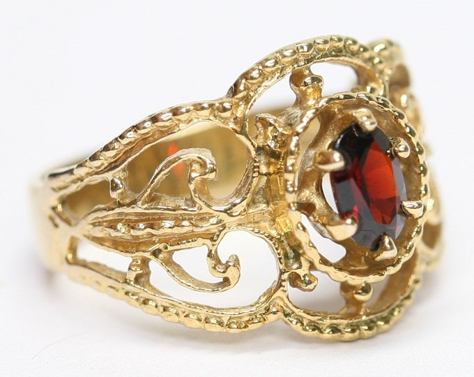 Fabulous vintage 9ct yellow gold Garnet ring - hallmarked London 1975 - size N or US 6 1/2