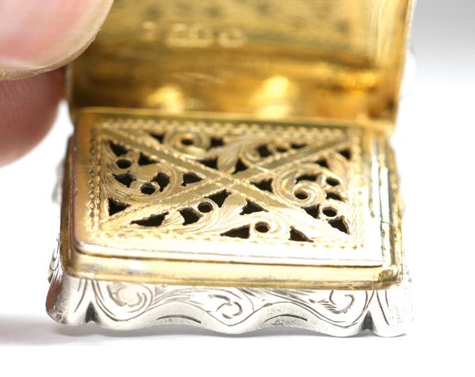 Superb 168 year old early Victorian sterling silver Vinaigrette - hallmarked Birmingham 1852 - Edward Smith