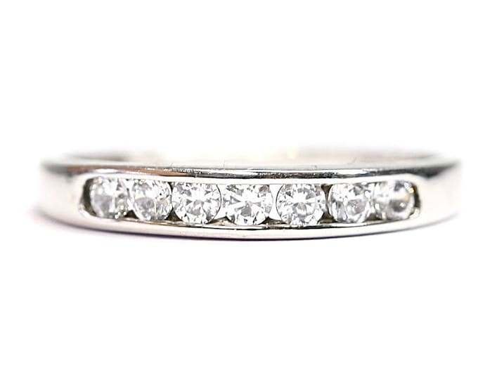 Sparkling 9ct white gold Cubic Zirconia ring - fully hallmarked - size M or US 6