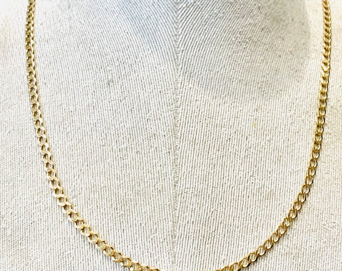 Superb vintage 9ct yellow gold 22 inch curb link chain - fully hallmarked - 9.4gms