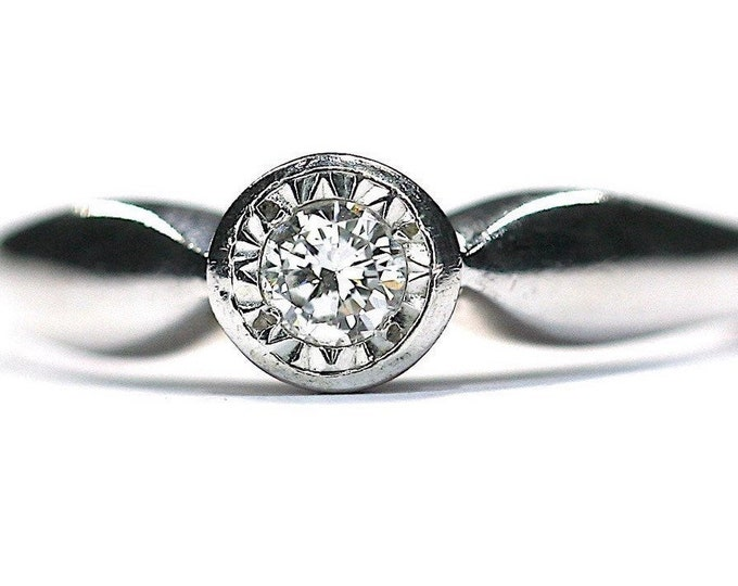 Superb vintage 9ct white gold Diamond solitaire engagement ring - fully hallmarked
