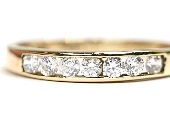 Vintage 9ct yellow gold Cubic Zirconia ring - fully hallmarked - size M or US 6