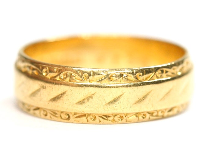 Vintage patterned 22ct gold wedding ring - hallmarked Birmingham 1962 - size M or US 6